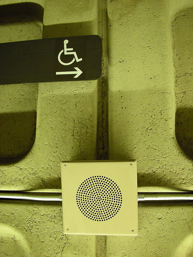 지하철 역의 안내 표지
