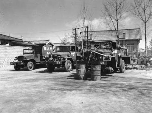 1960년 4월 20일 촬영 부숴진 대모 진압 차량